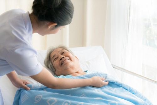 How to Choose Full-Time Maid for Elderly Care?